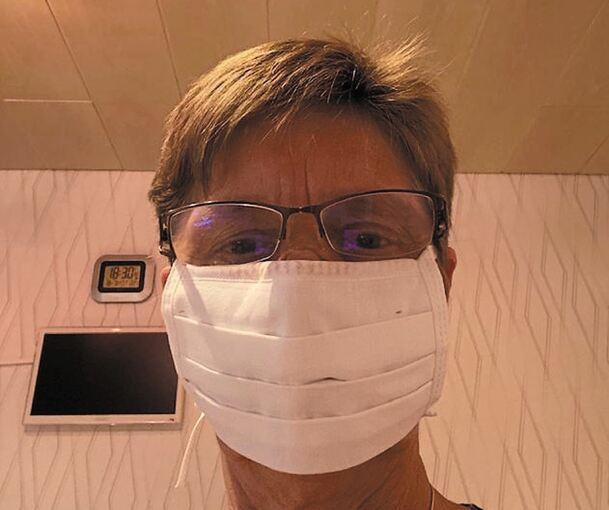 Carina Kirchberger bastelt zurzeit an Schutzmasken für
